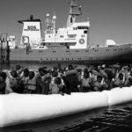 Il cinismo delle nazioni (e della UE): gommone di migranti