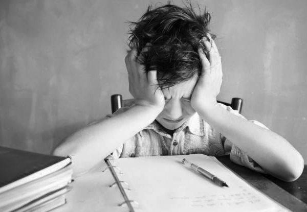 """Le """"raccomandazioni"""" del Consiglio a Italia e alle altre: scolaro in difficoltà"""