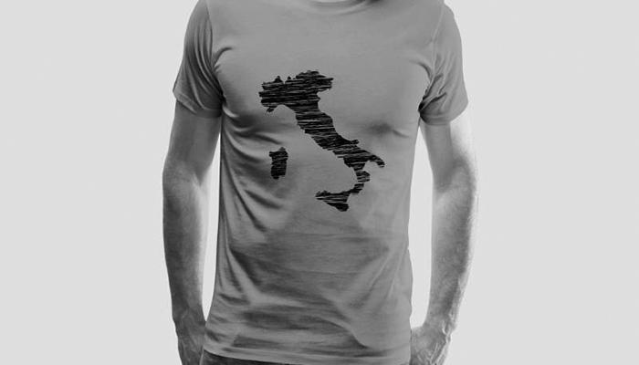 """""""Una formula di moda per edulcorare il nazionalismo"""" è bloccato Una formula di moda per edulcorare il nazionalismo: maglietta sovranista"""